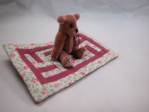 "World of Miniature Bears 2.5"" Plush Bear with Quilt #5936Q5 Collectible Minia..."