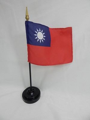 "TAIWAN 4""x6"" Hand Held or Table Top International Flag ??"