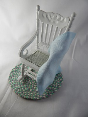 "Dollhouse Miniature 3""x4""  Rocking Chair w/Rug #Z212C"